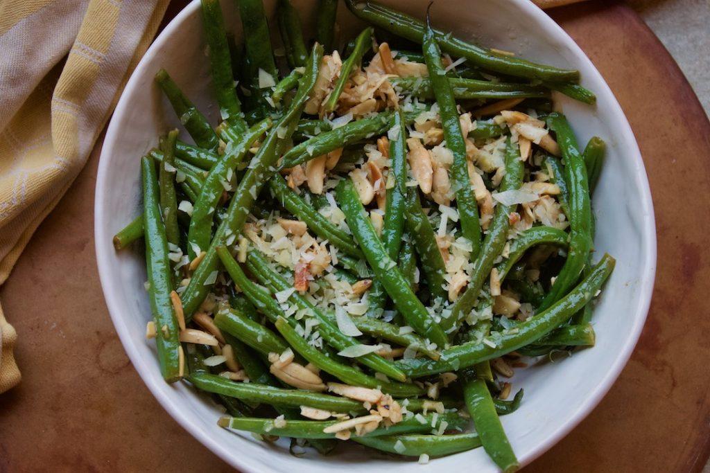 garlic parmesan green beans with almonds