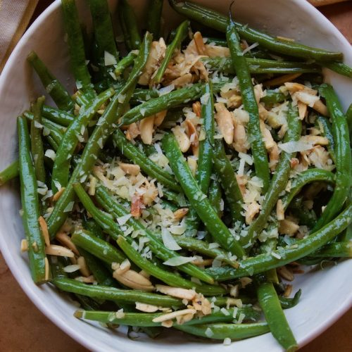 garlic parmesan green beans with almonds
